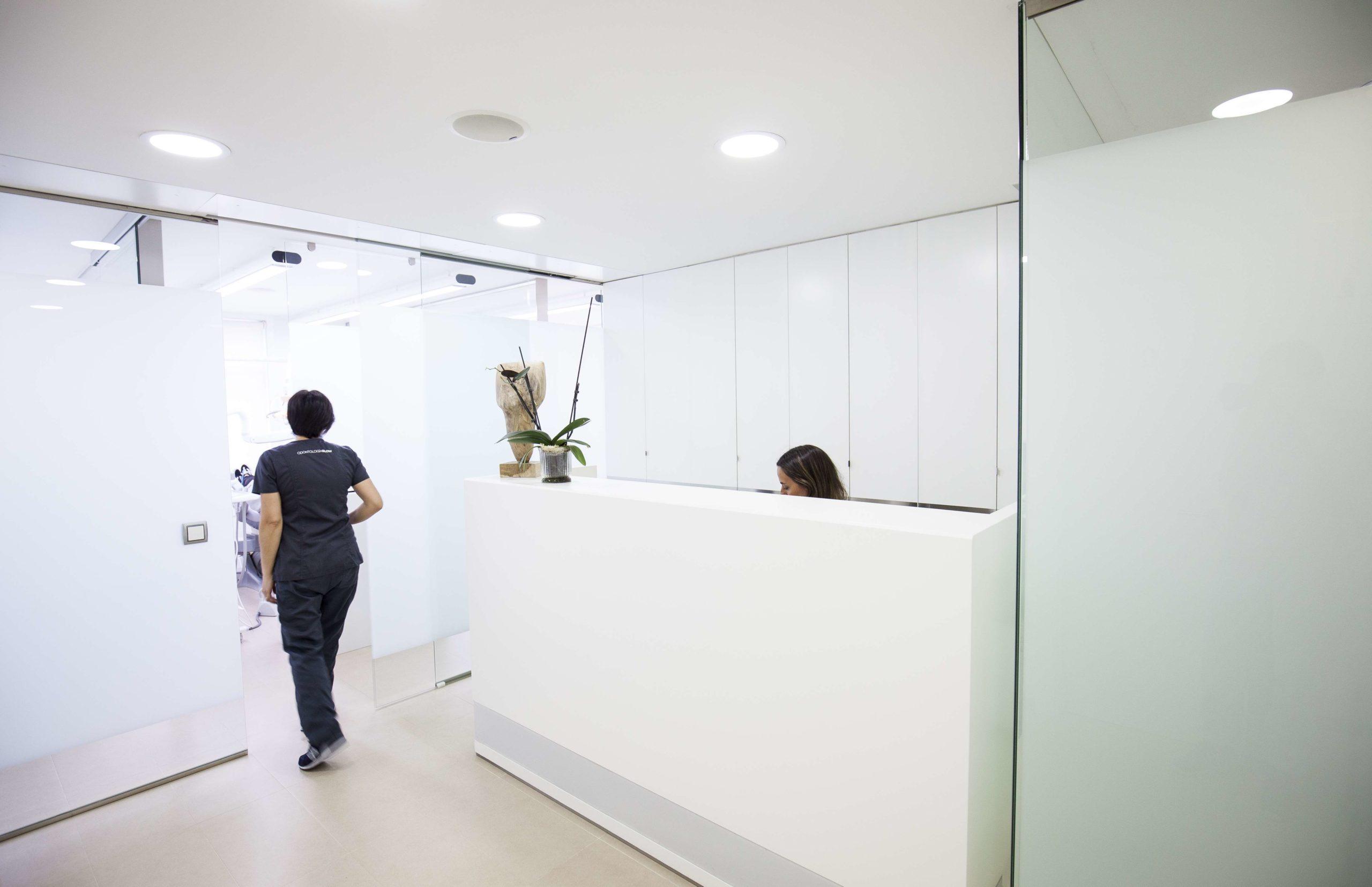 clinica dental angel lorenzo rececpción pontevedra